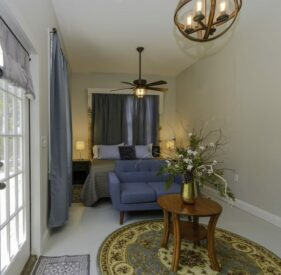 Cottage – Bluff Side, Clermont Bluffs Bed and Breakfast